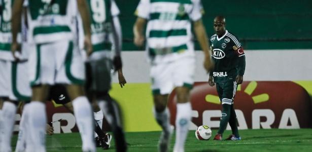 Volante Marcos Assunção deve retornar contra o Paraná