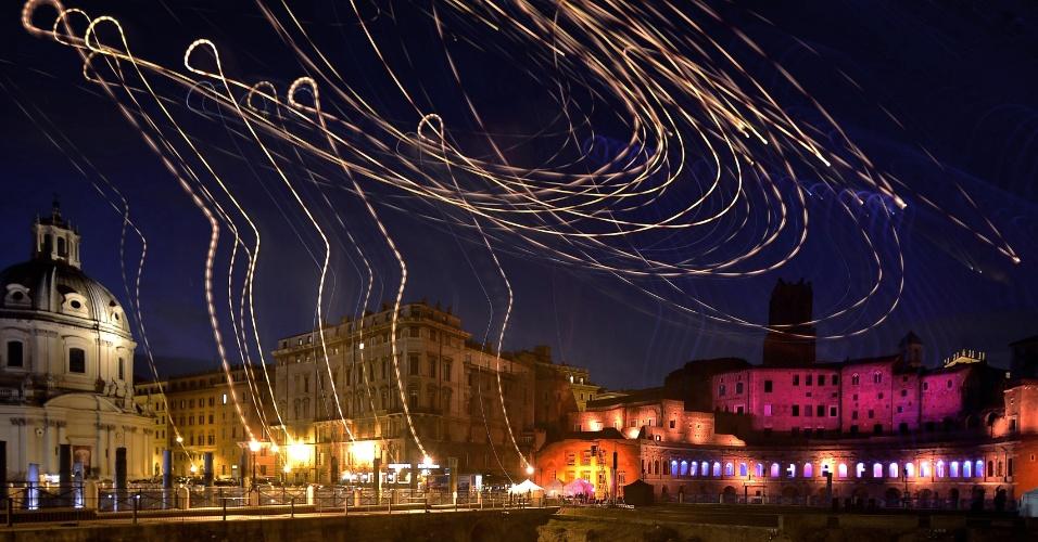 O Fórum Trajan é iluminado durante as celebrações pelo aniversário de Roma, a cidade eterna fundada em 753 a.C.