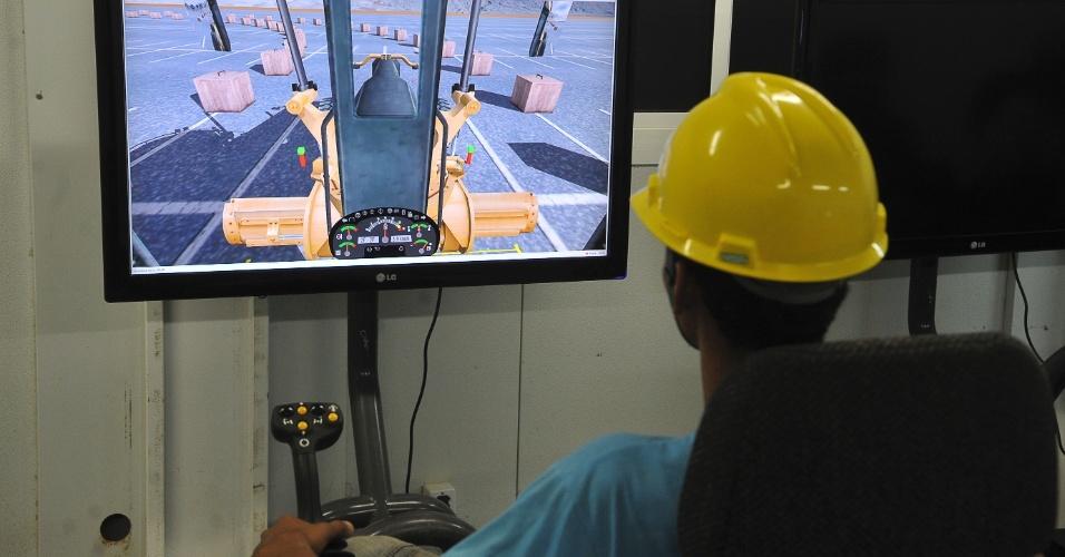 Simulador de US$ 50 mil ajuda trabalhadores a se preparar para operar máquinas pesadas em Belo Monte
