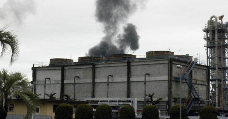 Um trabalhador morreu e pelo menos 11 ficaram feridos após explosão em uma fábrica de resinas industriais na província japonesa de Yamaguchi, neste domingo (22). O incidente aconteceu no local onde era elaborado resorcinol, produto empregado como aderente industrial, que desencadeou o posterior incêndio na fábrica, operada pela companhia Mitsui Chemicals