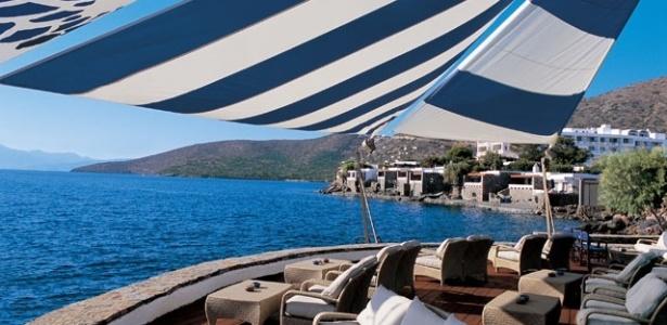 A atriz Jennifer Aniston está planejando seu casamento, em Creta, onde seu pai nasceu, de acordo com o site TMZ