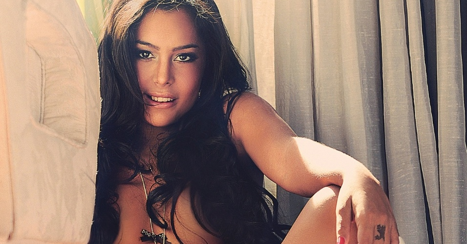 A paraguaia Larissa Riquelme estampou a capa da revista Sexy, de maio de 2012