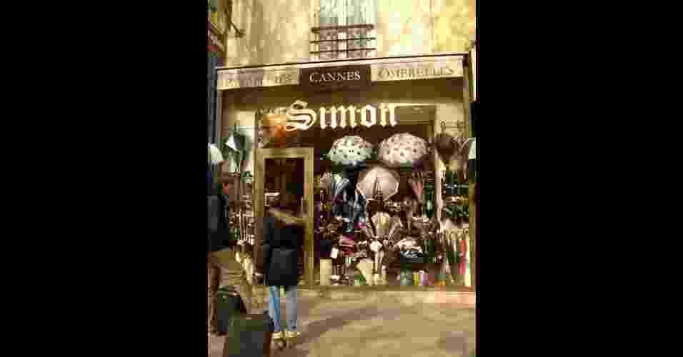 Fachada da loja Simon Parapluies, em Paris, que existe desde 1897 - Regiane Teixeira/UOL