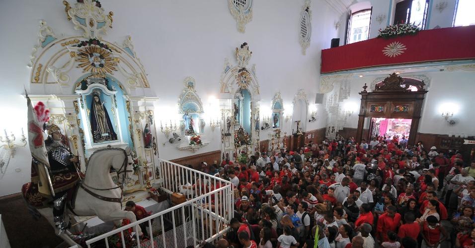 Fiéis celebram nesta segunda-feira (23) o dia de São Jorge, padroeiro do Rio de Janeiro, na Igreja do Campo de Santana