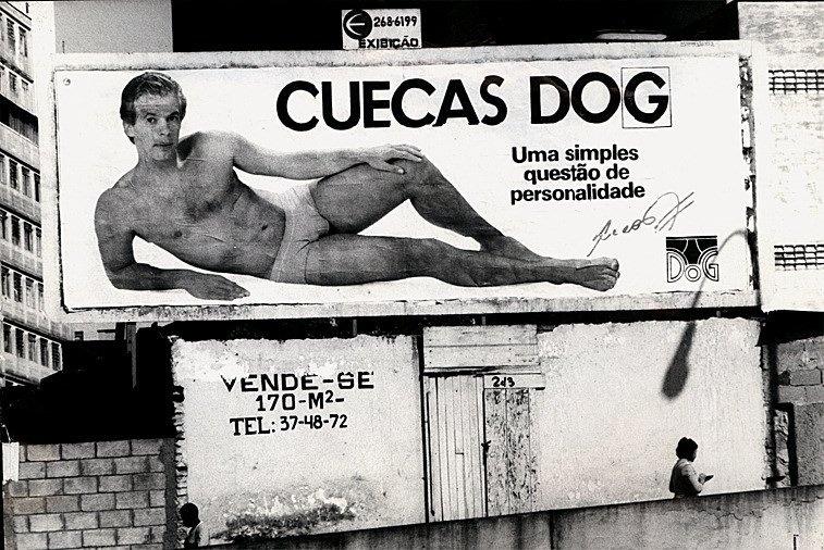 Hoje treinador, Leão estampa outdoor em propaganda de cueca, em 1985