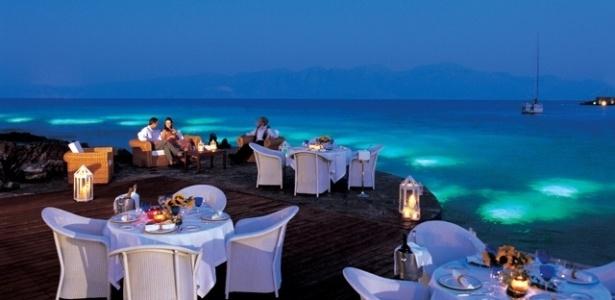 """Jennifer Aniston, a Rachel de """"Friends"""", está planejando seu casamento no Hotel Elound Beach, em Creta, segundo o site TMZ"""