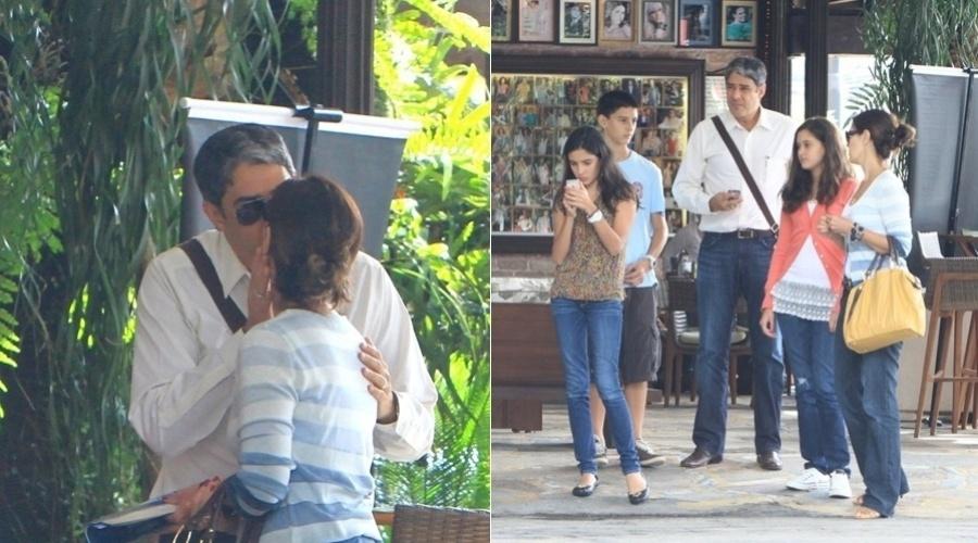 Os apresentadores William Bonner e Fátima Bernardes trocam um beijo  na saída de uma churrascaria na Barra da Tijuca, zona oeste do Rio (23/4/12)