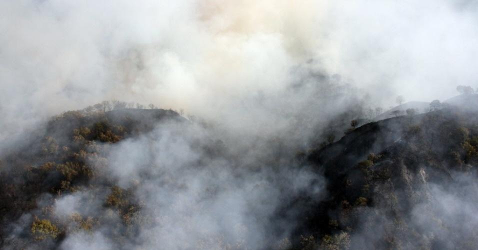 Vista aérea mostra incêndio em floresta de Guadalajara, México. O incêndio de grandes proporções ocorre há 50 horas e já devastou 3500 hectares de mata