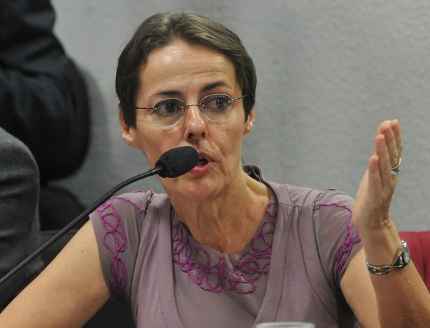 A ministra da Cultura, Ana de Hollanda, fala na Comissão de Educação, Cultura e Esporte do Senado sobre denúncias veiculadas na imprensa de favorecimento ao Ecad (Escritório Central de Arrecadação e Distribuição) (24/4/2012) -