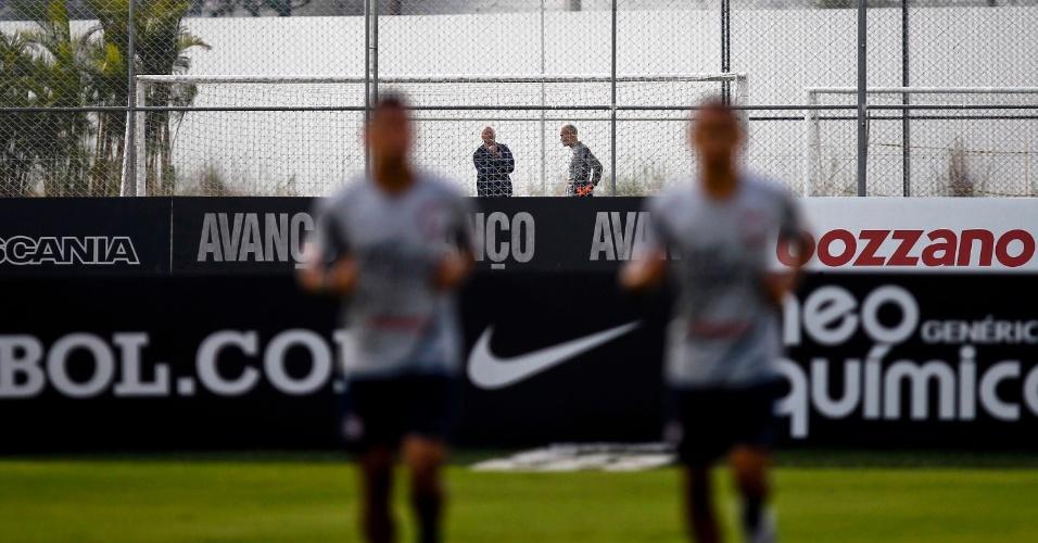 Julio Cesar faz trabalho à parte com preparador de goleiros do Corinthians após cometer falhas decisivas