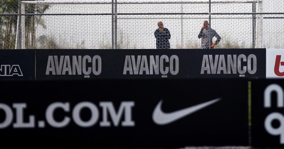 Julio Cesar treina sozinho dois dias depois de falhar em dois gols na derrota para a Ponte Preta
