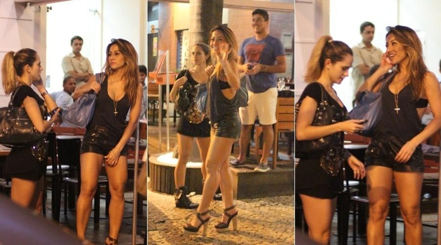 Sabrina Sato passeia com amigos pelo bairro do Leblon, zona sul do Rio (24/4/12)