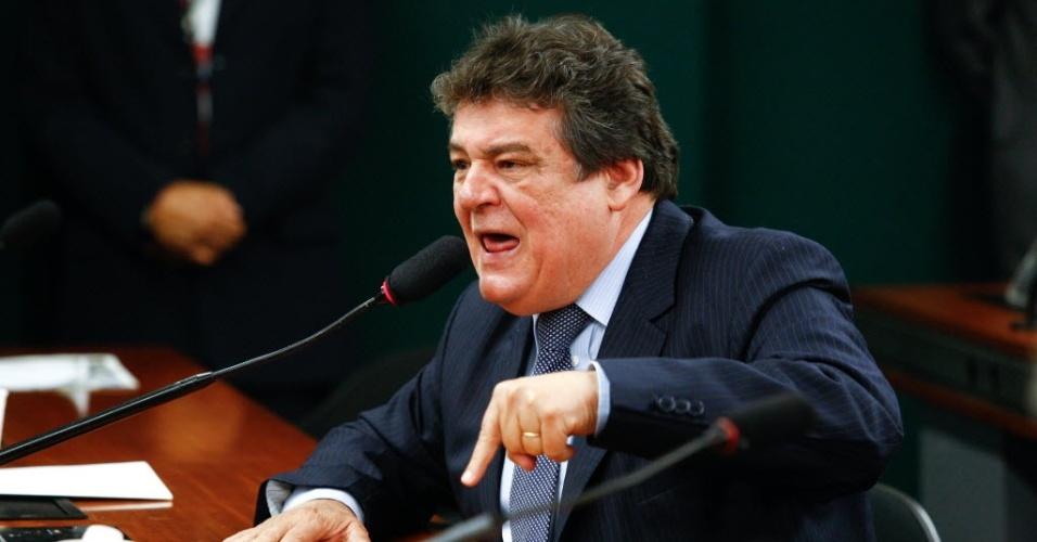 Silvio Costa (PTB-PE) está em seu segundo mandato como deputado federal. Vem de família política e os colegas já o acusaram de injúria devido a seu comportamento no plenário. Ele é integrante da CPI