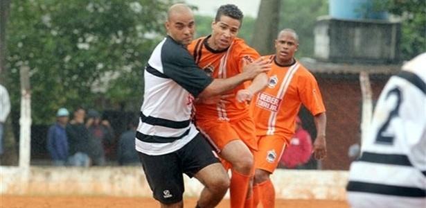 União do Peri (laranja) e Jardim Brasil (preto e branco) ficaram no empate sem gols