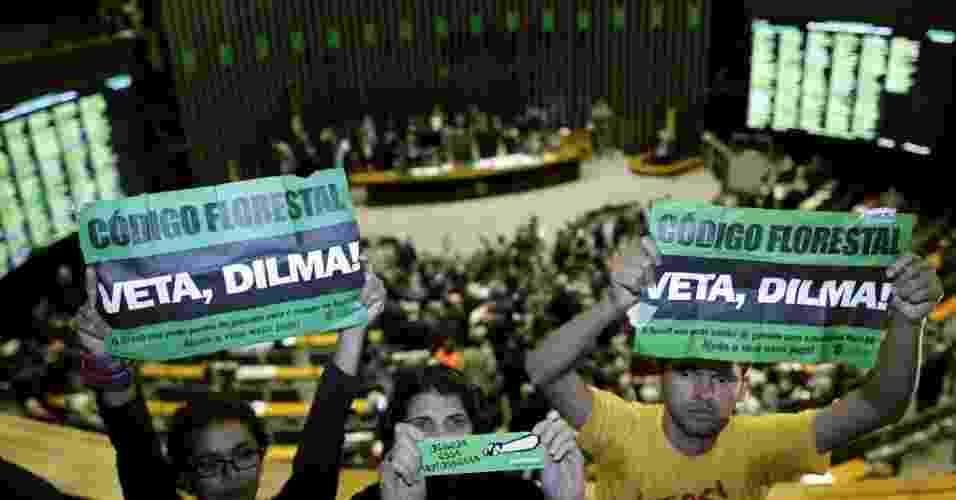 Ambientalistas pedem que Dilma vete o novo Código Florestal.  Em resposta à votação do Código Florestal pela Câmera dos Deputados - Ueslei Marcelino/Reuters