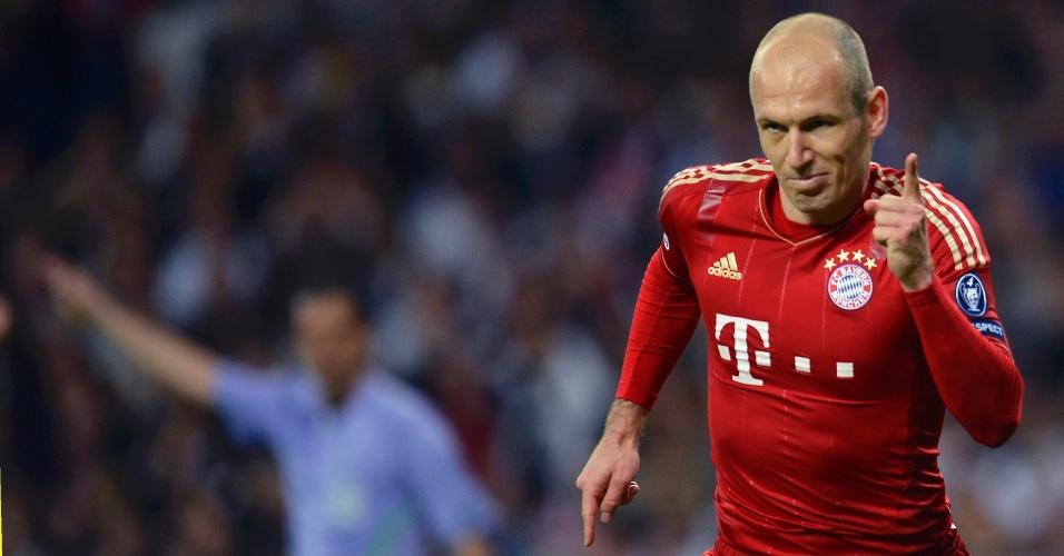 Arjen Robben comemora o gol do Bayern de Munique no estádio Santiago Bernabéu