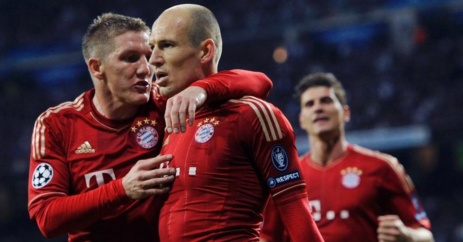Arjen Robben e Bastian Schweinsteiger comemoram o gol do Bayern de Munique