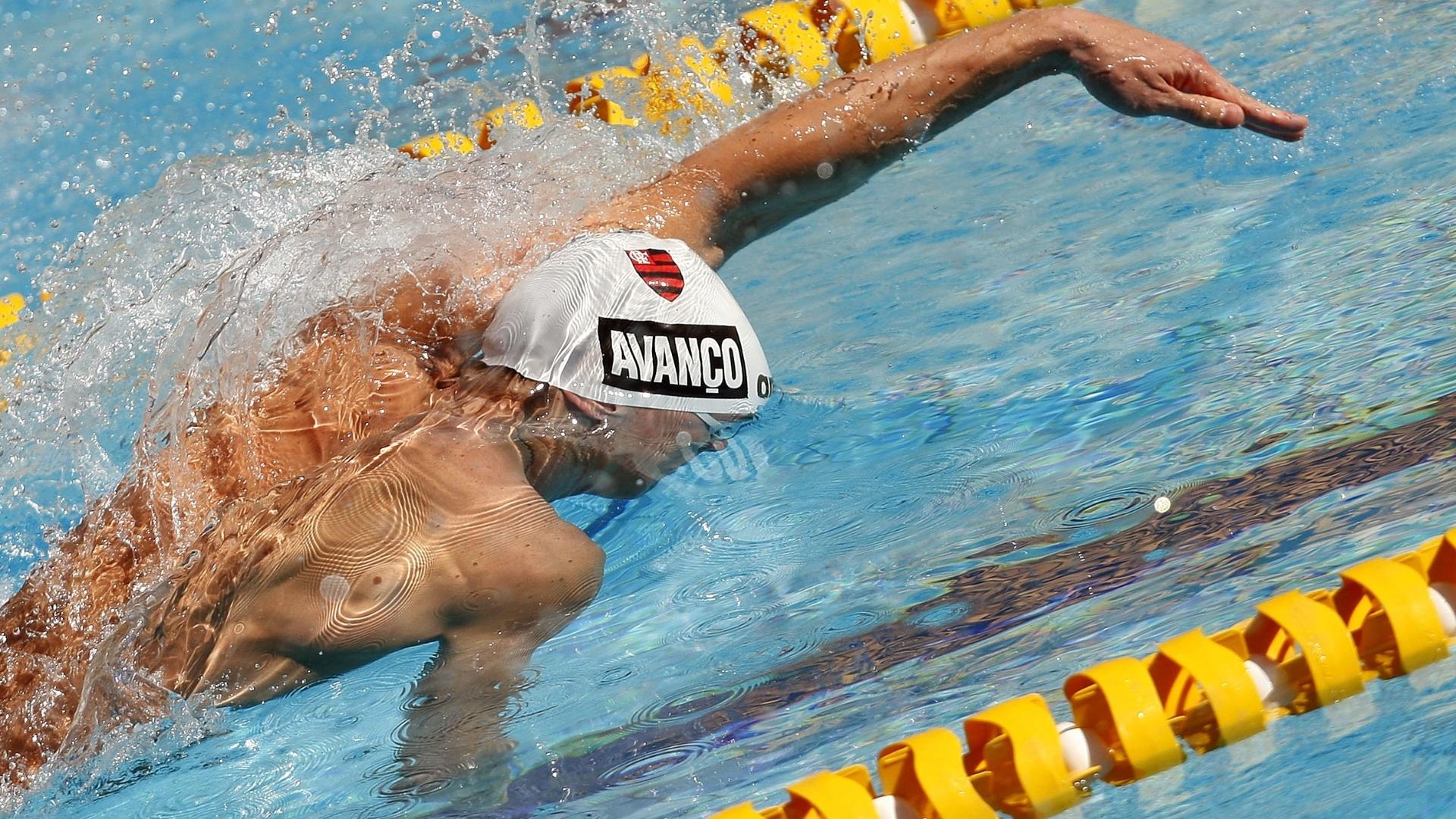 Cesar Cielo nada a eliminatória dos 50 m livre, prova da qual é bicampeão mundial e campeão olímpico