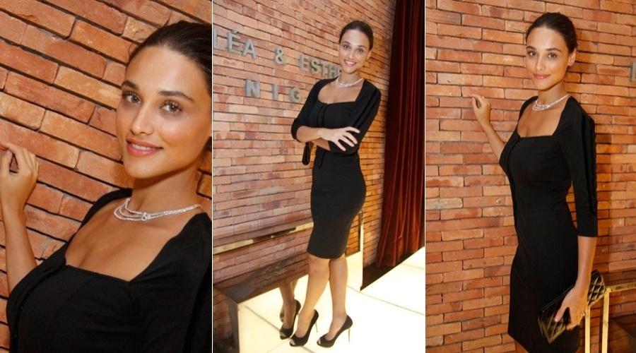 Débora Nascimento prestigia lançamento de coleção de joias em hotel da zona sul do Rio (25/4/12)