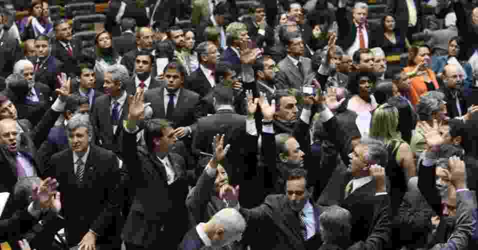 Deputados federais participam de processo de votacãoo do Novo Código Florestal no plenário da Câmara dos Deputados, em Brasília - Sergio Lima/Folhapress