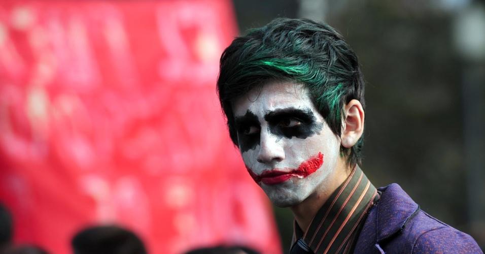 Estudantes chilenos protestam contra o governo do presidente Sebastian Piñera por qualidade e gratuidade da educação pública, em Santiago, no Chile