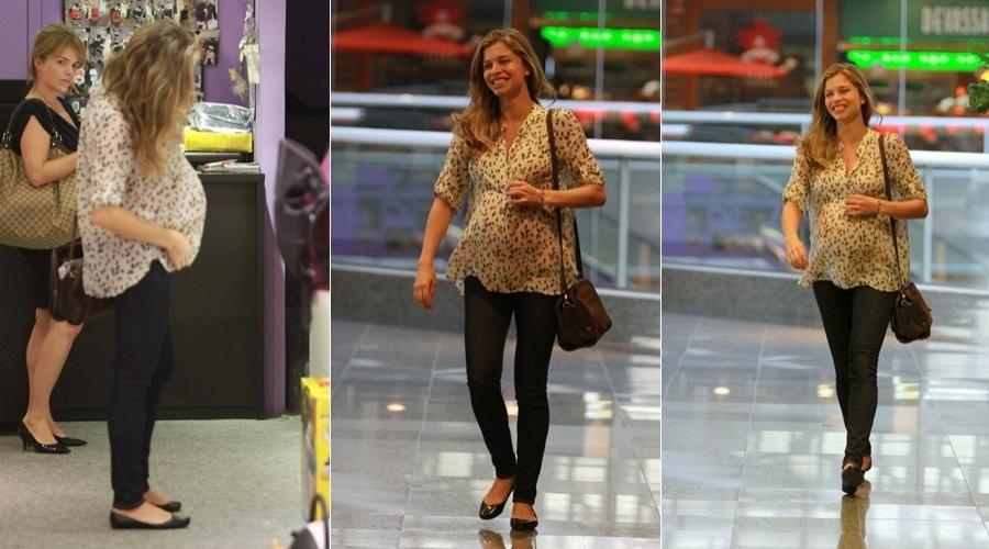 Grazi Massafera passeia em shopping da zona oeste do Rio (25/4/12)
