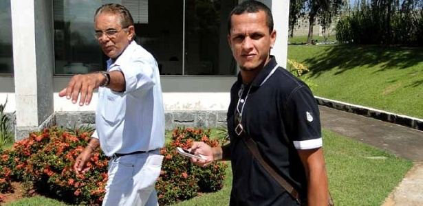 Meia Souza, novo reforço do Cruzeiro, chega à Toca da Raposa II (25/4/2012)
