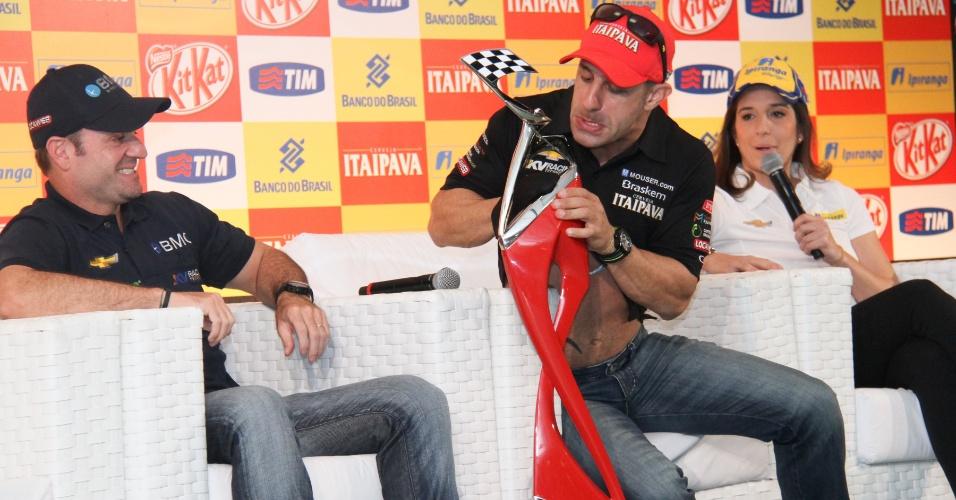 Barrichello participa de coletiva divertida em SP ao lado de pilotos brasileiros da Indy