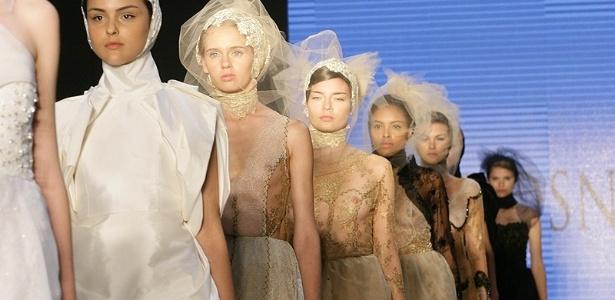 25.abr.2012 - Desfile R. Rosner no Bride Style 2012, realizado na Bienal - Aline Arruda/UOL