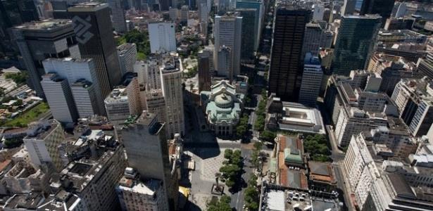 Foto aérea do centro da cidade do Rio, Praça da Cinelândia e Theatro Municipal
