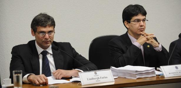 O senador Lindbergh Farias (PT/RJ) e Randolfe Rodrigues (PSOL/AP) -- respectivamente relator e presidente da CPI do Ecad -- durante apresentação do relatório final da comissão (24/4/2012) - Fabio Rodrigues Pozzebom/Agência Brasil