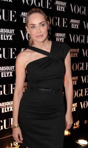 """Sharon Stone na festa de aniversário da revista """"Vogue"""" Brasil, na Casa Petra, no Ibirapuera em São Paulo (25/4/12)"""