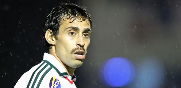 Valdivia, que foi titular do Palmeiras contra o Paraná, estreou um bigode na partida