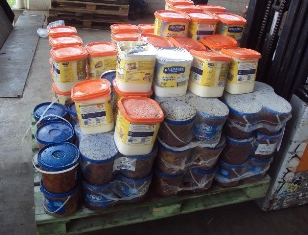 Produtos foram considerados impróprios para consumo porque estavam com data de validade vencida - Divulgação/Vigilância Sanitária