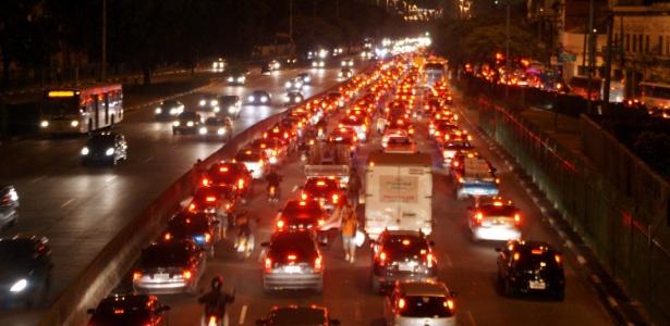 Avenida Tiradentes, em São Paulo, que recebe faixa exclsuiva de ônibus nesta segunda-feira (29)