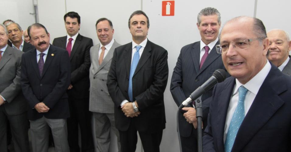 27.abr.2012 - O governador de São Paulo, Geraldo Alckmin, discursou nesta sexta-feira, em Osasco, durante ato de destruição de 1.400 armas e munições --em forno de uma metalúrgica, a 1.650°C-- remanescentes nos fóruns do Poder Judiciário paulista
