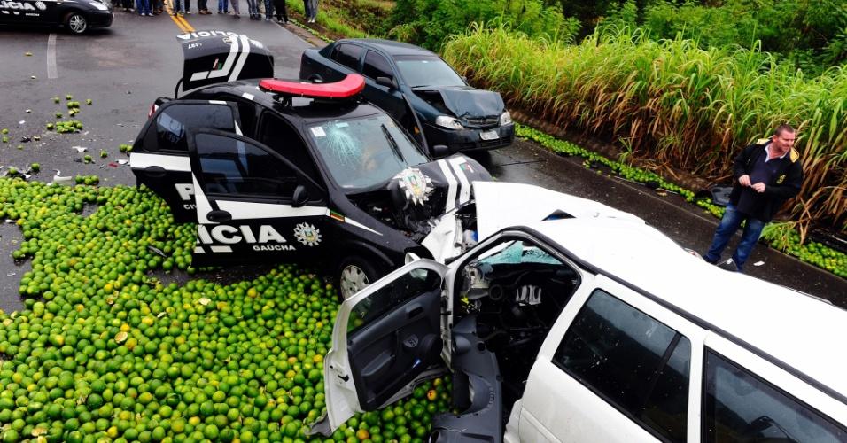 27.abr.2012- Um repórter e um cinegrafista da Band morrem na rodovia ERS-122 de Farroupilha, na Serra Gaúcha