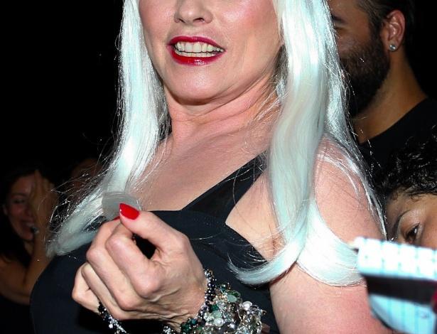 """A cantora de rock Debbie Harry também esteve no baile de gala da AmfAR The Foundation for AIDS, na casa de Dinho Diniz, no bairro dos Jardins, em São Paulo. A festa beneficiente teve como tema """"Black Tie/Hot Metal"""" e show da cantora jamaicana Grace Jones (26/4/12)"""