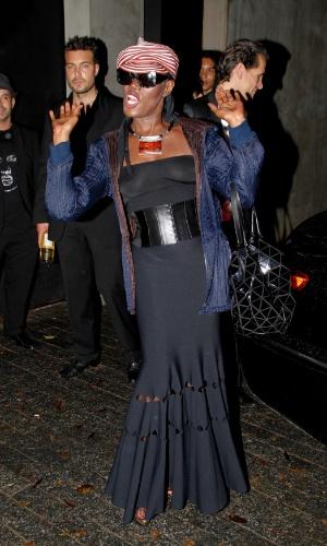 A cantora jamaicana Grace Jones faz pose para fotos (26/4/12)