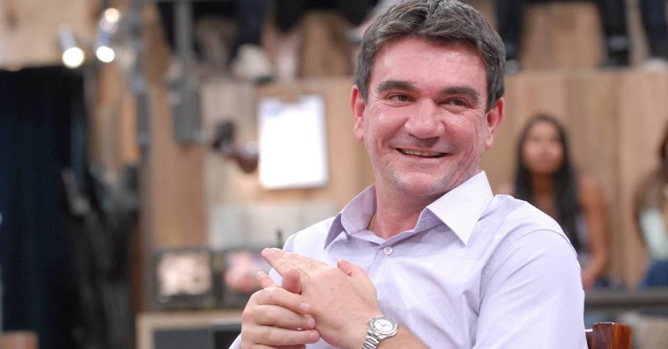 Andrés Sanchez sorri durante participação no Programa Altas Horas, da TV Globo