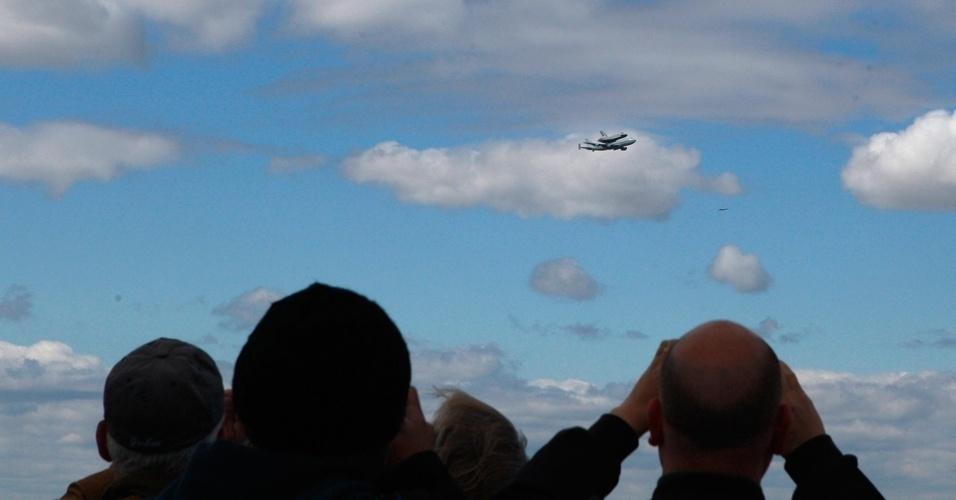 Enterprise é visto no céu de Nova York