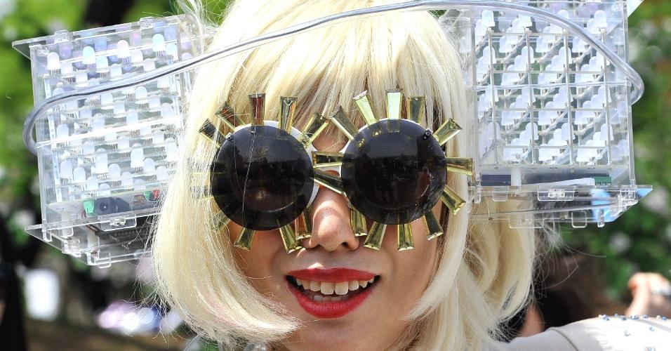 Fãs enlouquecidos investem pesado em fantasias de Lady Gaga