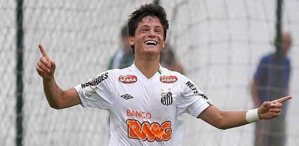 Lucas Crispim, atleta da equipe sub 20 do Santos, namora com Rafaella, irmã de Neymar