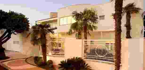 Nesse projeto residencial, o arquiteto Aquiles Kílaris utilizou palmeiras, difíceis de serem escaladas - Divulgação