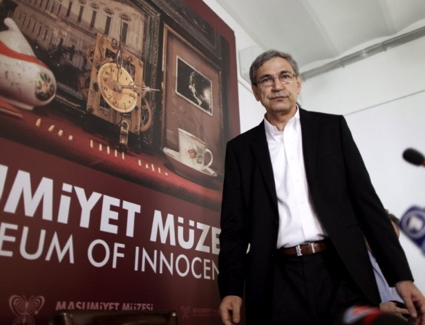 Orhan Pamuk inaugura Museu da Inocência, em Intambul (27/04/12) - EFE