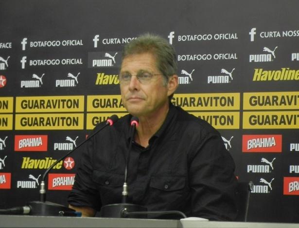 Oswaldo concede entrevista coletiva, no Engenhão, após treinamento do Botafogo