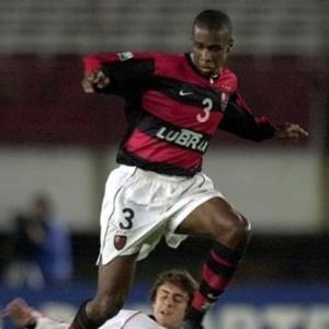 Zagueiro Juan em ação pelo Flamengo