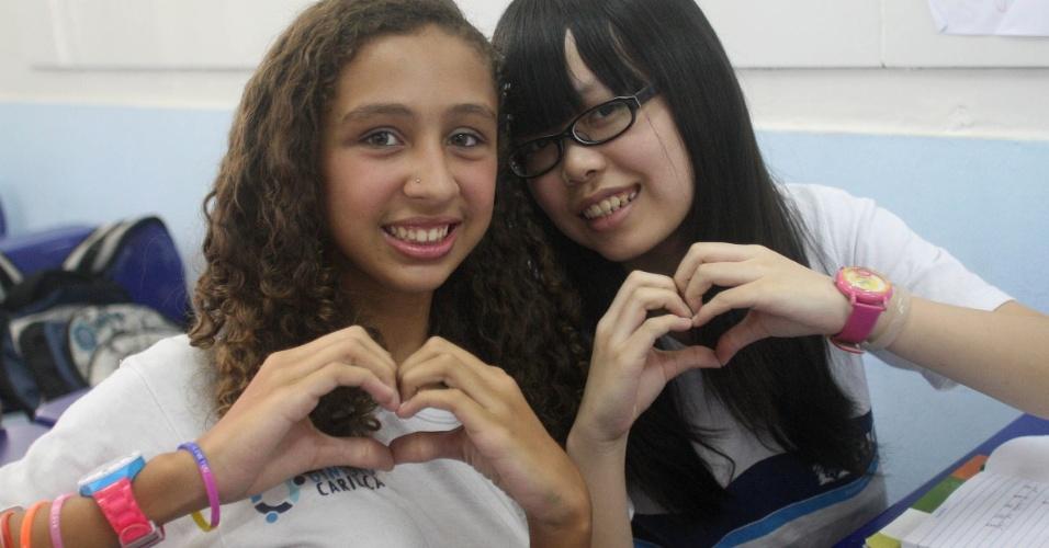 A aluna Tan Yanyu, 11, ficou conhecida como Ana e já fez amizade com as colegas brasileiras. A escola Bolívar passa por uma ginástica linguística para adaptar-se aos novos alunos chineses