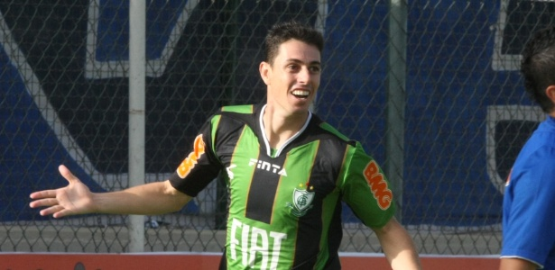 Atacante Alessandro comemora gol em América-MG x Cruzeiro