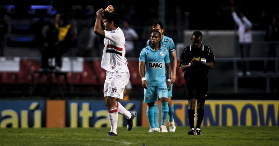 Atacante William José comemora seu gol contra o Santos